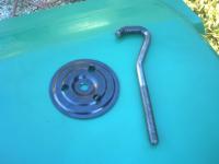 Crochet de maintien roue de secoure.JPG